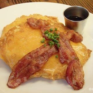 マカロニチーズパンケーキ +ベーコン(KAILUA HOUSE)