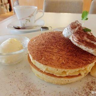 ティラミス風パンケーキ ドリンク付き(リーフ ティー カフェ ヒカリ (Leaf Tea Cafe HIKARI ))