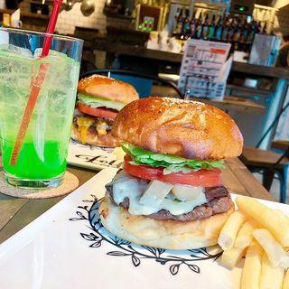 モッツァレラアヒージョバーガー(folk burgers&beers)
