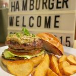 実山椒とグリーンオリーブのタプナードのハンバーガー