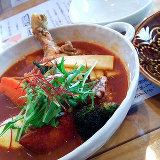 チキンと野菜のスープカレー+ばら海苔トッピング(スープカレー トムトムキキル (soup curry tom tom kikir))