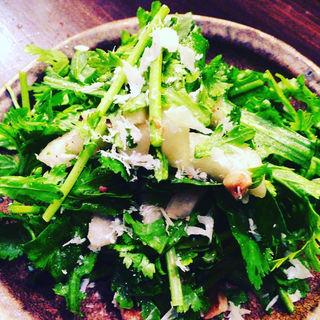 春菊とパクチー、梨のサラダ(ジョウゾウカ オリゼー (釀造科 oryzae))