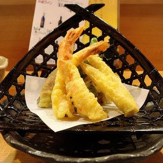 夏野菜とエビの天ぷら盛合せ(おうちごはんここら屋 桜丘)