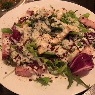 厚切りベーコンと京水菜のシーザーサラダ(sol saliente (ソルサリエンテ))