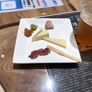 チーズと燻製盛り合わせ(信州くらうど )