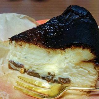 酒粕ブルーチーズとラムレーズンチーズケーキ