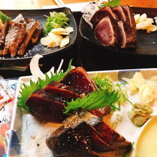 藁焼きたたき 小(5切)(明神丸 ひろめ市場店 (みょうじんまる))