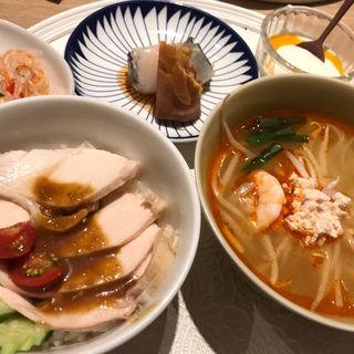 鶏肉の丼物 トムヤムクン?(Rice people,Nice people!)