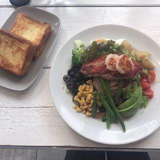 8種の野菜と豚コンフィのギャザリングサラダ オニオンドレッシング(マーサーブランチ ギンザテラス)