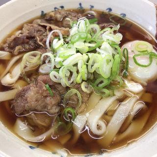 牛肉(玉子入り)きしめん(名代きしめん 住よし JR名古屋駅3・4番ホーム店)
