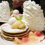 白桃とヨーグルトソースのパンケーキ