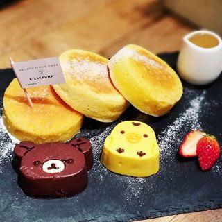 リラックマとキイロイトリのリコッタチーズパンケーキ(ジェラートピケカフェビオコンセプト )
