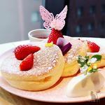 蝶が舞うプレミアムスカイベリーパンケーキ ~パンケーキクエスト1Ver.〜(ハンズ エキスポ カフェ (HANDS EXPO CAFE))