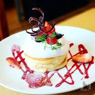 いちごとラズベリーのパンケーキ(カフェ クッチーナ&カンパニー )