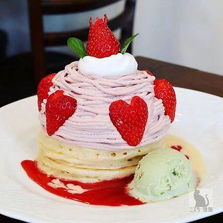 いちごのモンブランとクレームダンジュのパンケーキ(カフェアンジェ (Cafe Ange))