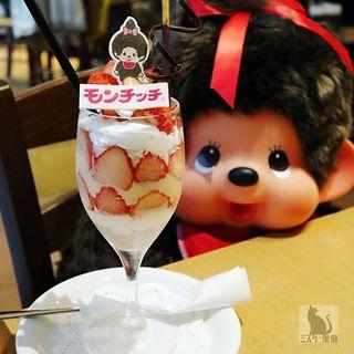 もんきゅーいちごパフェ(カフェ クッチーナ&カンパニー )