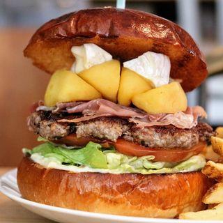 リンゴと生ハムのカマンベールチーズバーガー(エース バーガー カフェ (Ace Burger Cafe))