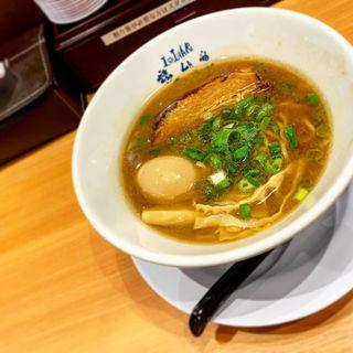 濃厚魚介モダン醤油ラーメン 煮玉子(堺 醤油らーめん 石原ラ軍団 OBP店)