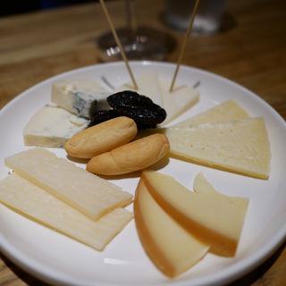 チーズ盛り合わせ(バル トレボ )
