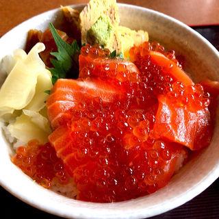 サーモンとイクラ親子丼(潮彩の國 六右衛門 )