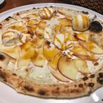 りんごとカスタードのピザ