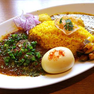 カリー2種合いがけ(半熟スパイス玉子付き)(spice curry & dining Cumin's (スパイスカレー&ダイニング クミンズ))