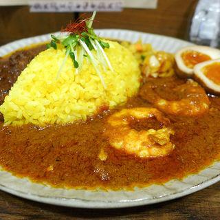 2種盛り(チキンマサラ+海老マサラ)燻製漬け卵付き(スパイス食堂 ニッキ)