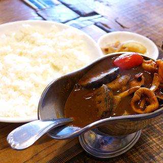 げんきカレー(シーフード・辛口)平飼い卵目玉焼き付(げんき食堂)