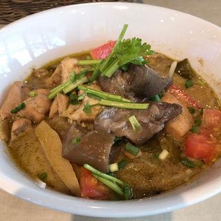 鶏肉となすのグリーンカレーヌードル (エムエム タイ (MM THAI))