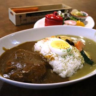 チキンカレーと野菜のグリーンカレーのダブルカレー(コーヒー ショップ ラブ)