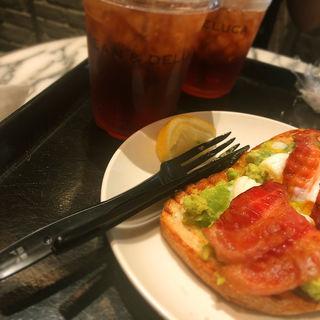 アボカドトースト(DEAN & DELUCA CAFES 六本木 (ディーン & デルーカ))