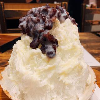あずき氷ミルクトッピング(北斎茶房)