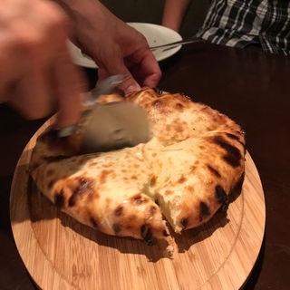 ゴルゴンゾーラ入りチーズナン(オールドデリー 銀座二丁目店)