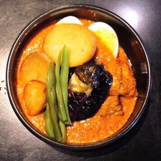 アースカレー (タンドリーチキン、揚げナス、今日の野菜トッピング)