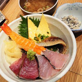 海鮮三色丼(駿河屋賀兵衛 川崎アゼリア店)