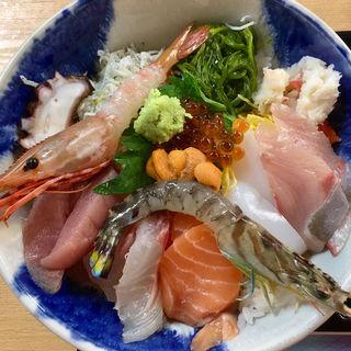 てんこもり海鮮丼(黒潮ダイニング 相差店 (クロシオダイニング オウサツテン))