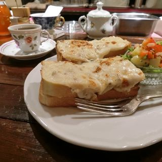 グラタントーストセット(カフェ・トロワバグ (CAFE TROIS BAGUES))