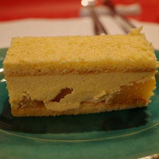 黄桃のケーキ(カフェ・グラス・スリーズ)