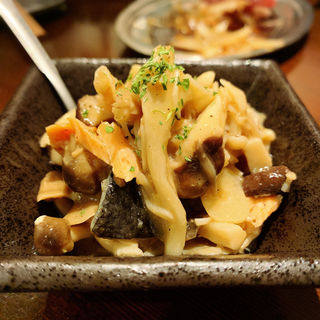 鮭とキノコのマリネ(大衆酒場 チャン栓チャン)