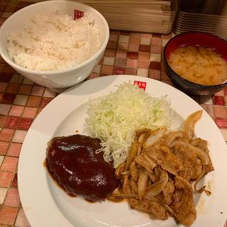 ハンバーグと豚バラ焼き定食 ご飯特盛(+200g)(キッチン 男の晩ごはん 吉祥寺店)