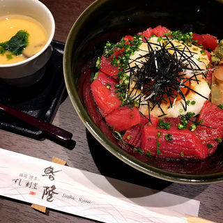 鮪丼(すし割烹 鮨隆)
