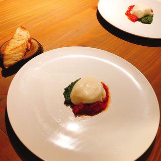 世界一トマト ケールのジェノベーゼとブラータチーズ