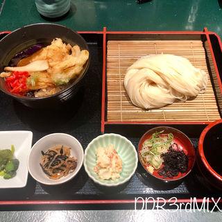 稲庭うどんと鶏かき揚げ丼のBランチ(稲庭うどん 無限堂 秋田駅前店 )