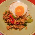 ガッパオ・ガイ・カイダオ(タイ・アヨタヤ・レストラン (Thai Ayothaya Restaurant))