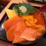 三種から選べる海鮮丼 (うに、いくら、とろサーモン)(さんかく亭)