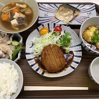 チーズinハンバーグ定食(ぎんれい荘 )