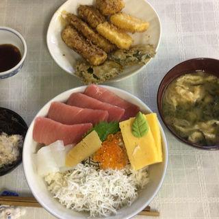 海鮮丼(魚卯 (ウオウ))