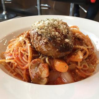 ハンバーグのせトマトスパゲッティ(Bene )