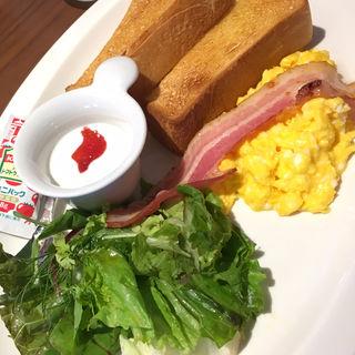 スクランブルエッグとトーストのプレート(むさしの森珈琲 川口元郷店)