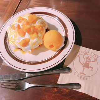 マンゴー杏仁パンケーキ(チューズデイ コーヒー (Tuesday coffee))